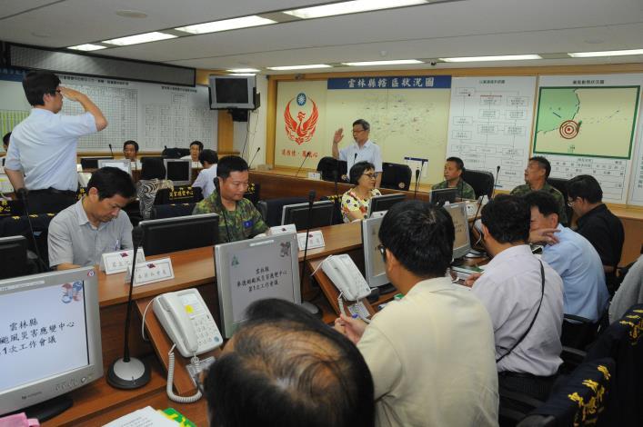 因應中颱麥德姆來襲,雲林縣災害應變中心22日下午3時召開第1次工作會議,由秘書長許義豐主持