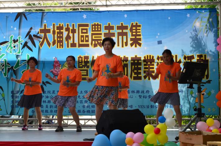 社區媽媽精采的舞蹈表演