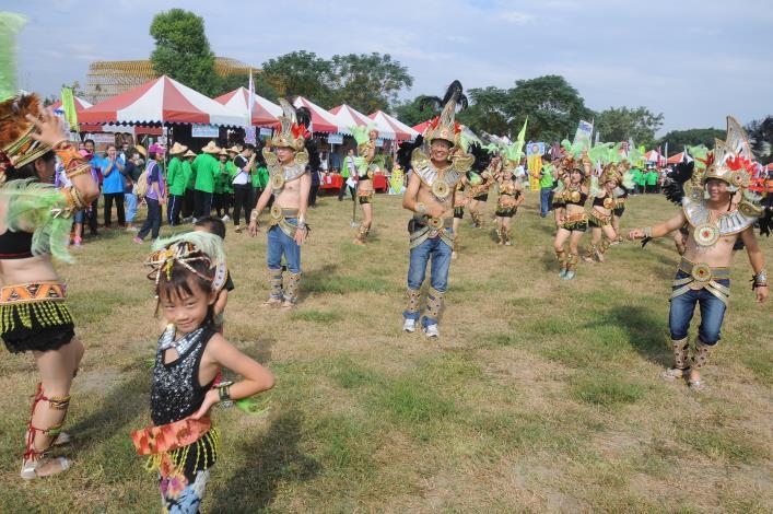 2014 耕雲有成‧百變農村嘉年華,15日在農博生態園區盛大舉行,有80餘個社區參與,相當熱鬧,宛如巴西嘉年華會