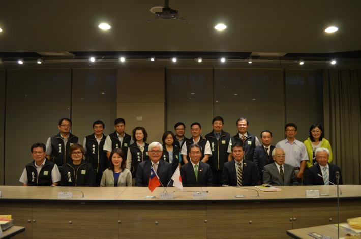 桐生市參訪團隊與縣府團隊合影留念。