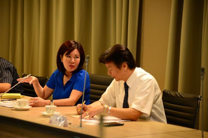 副縣長張皇珍與彰化縣府來訪人員交流。