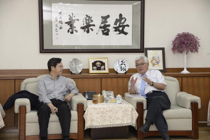 李縣長與國發會副主委龔明鑫交流雲林縣前瞻基礎建設計畫