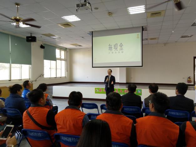 中華電信數據分公司陳碩彥科長說明