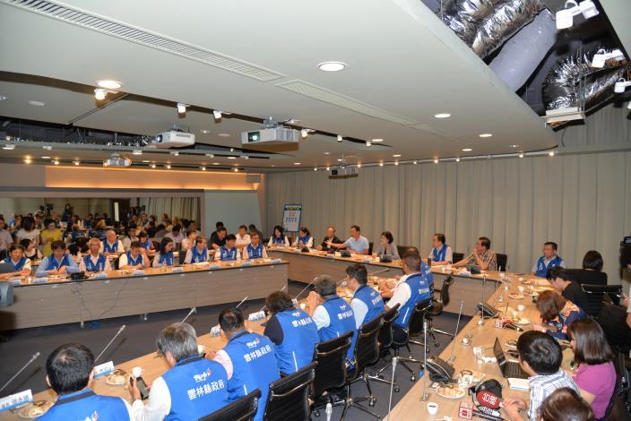 鴻海科技集團與縣長張麗善率領的縣府團隊進行「產業×教育,翻轉雲林」座談會