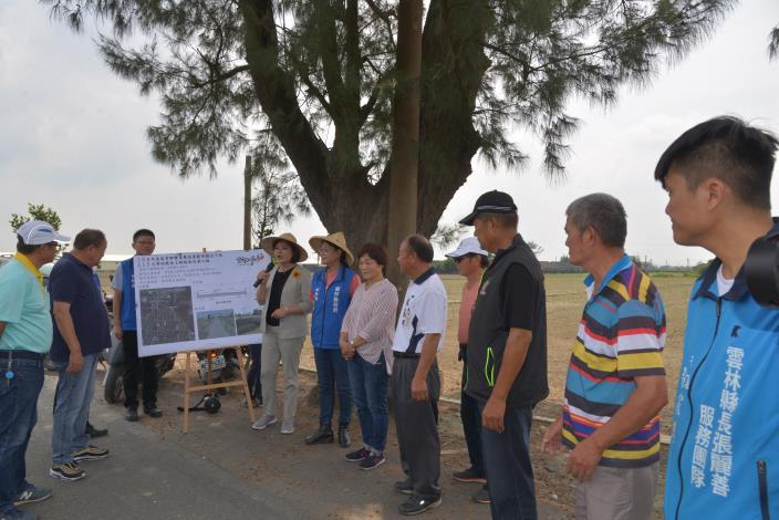 張縣長說明豐榮農地重劃區農水路改善