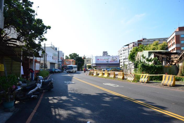 斗六市內環路橋往文化路方向路寬縮減,影響民眾行車安全。