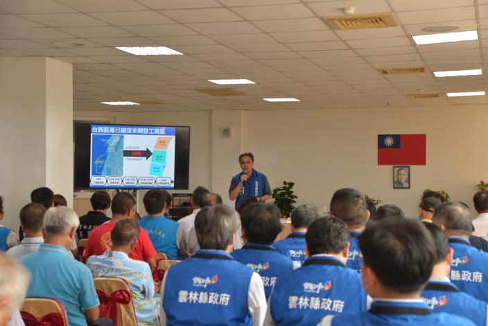 建設處長李俊興說明,台西綠能專區轉型產業加值園區