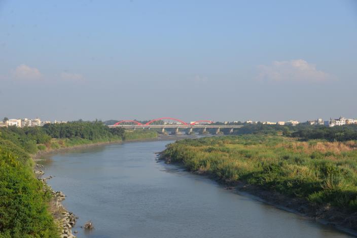 北港鎮周圍有北港溪環繞,略呈東向西傾之勢。