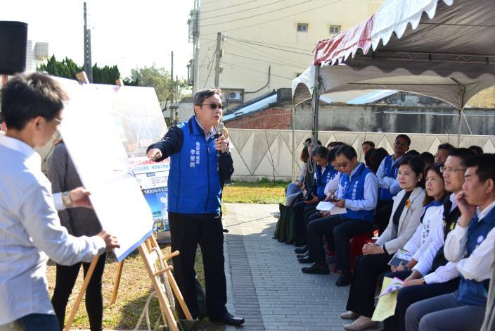 建設處長李俊興簡報「臺西產業園區」相關規劃內容。