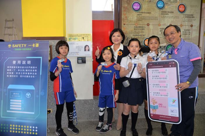 家長可透過LINE加入雲林智慧校園親師平台,在平台上掌握孩子在校活動足跡。