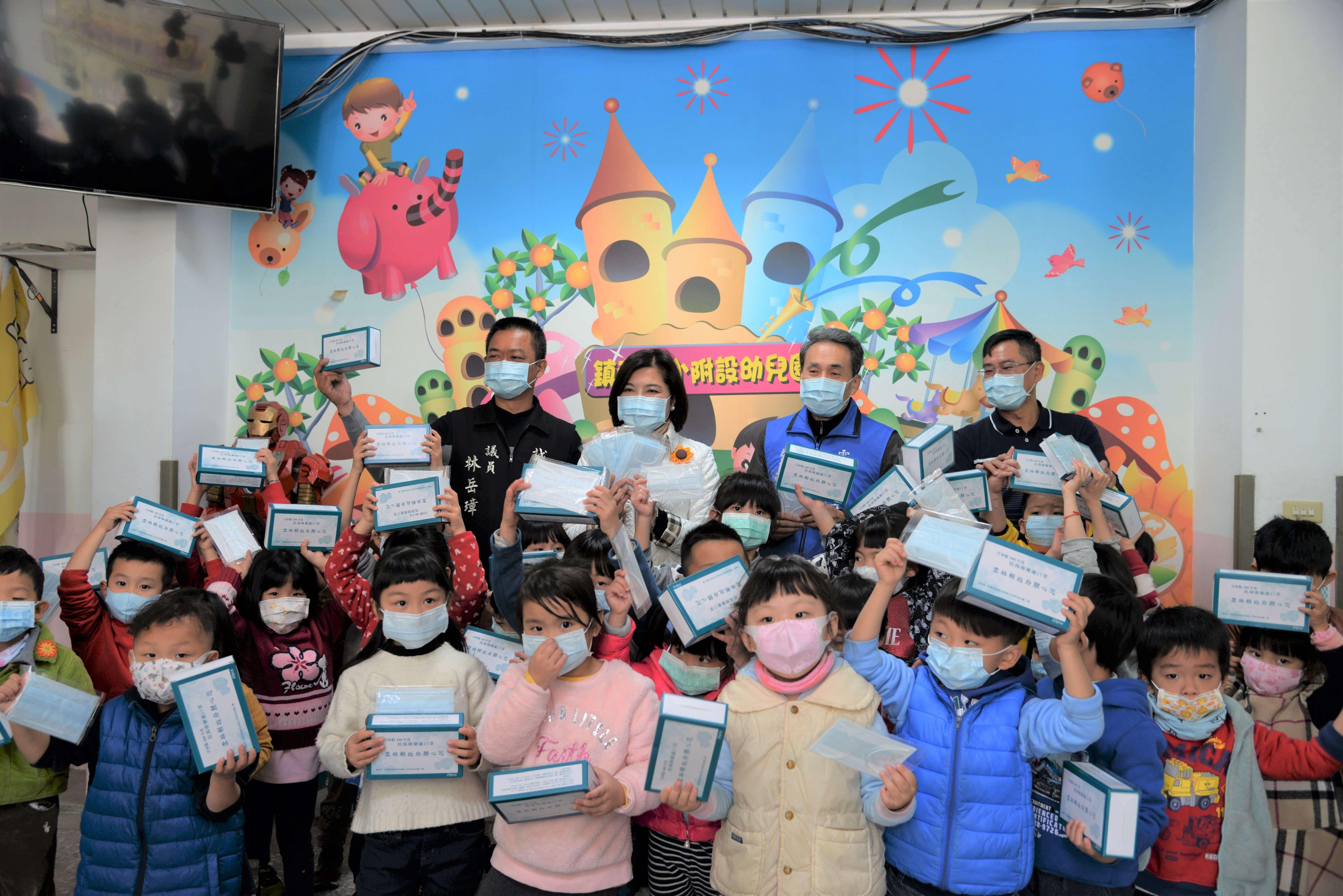 雲林縣公私立學校發放口罩 共防武漢肺炎