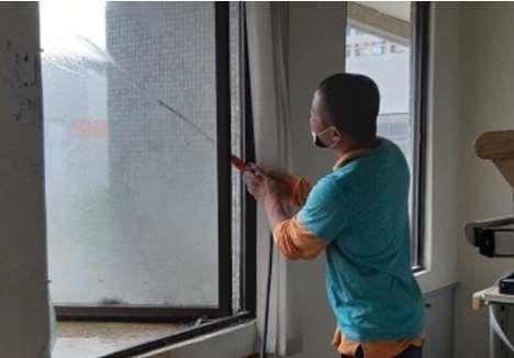 庇護性員工職場清潔打掃工作情形
