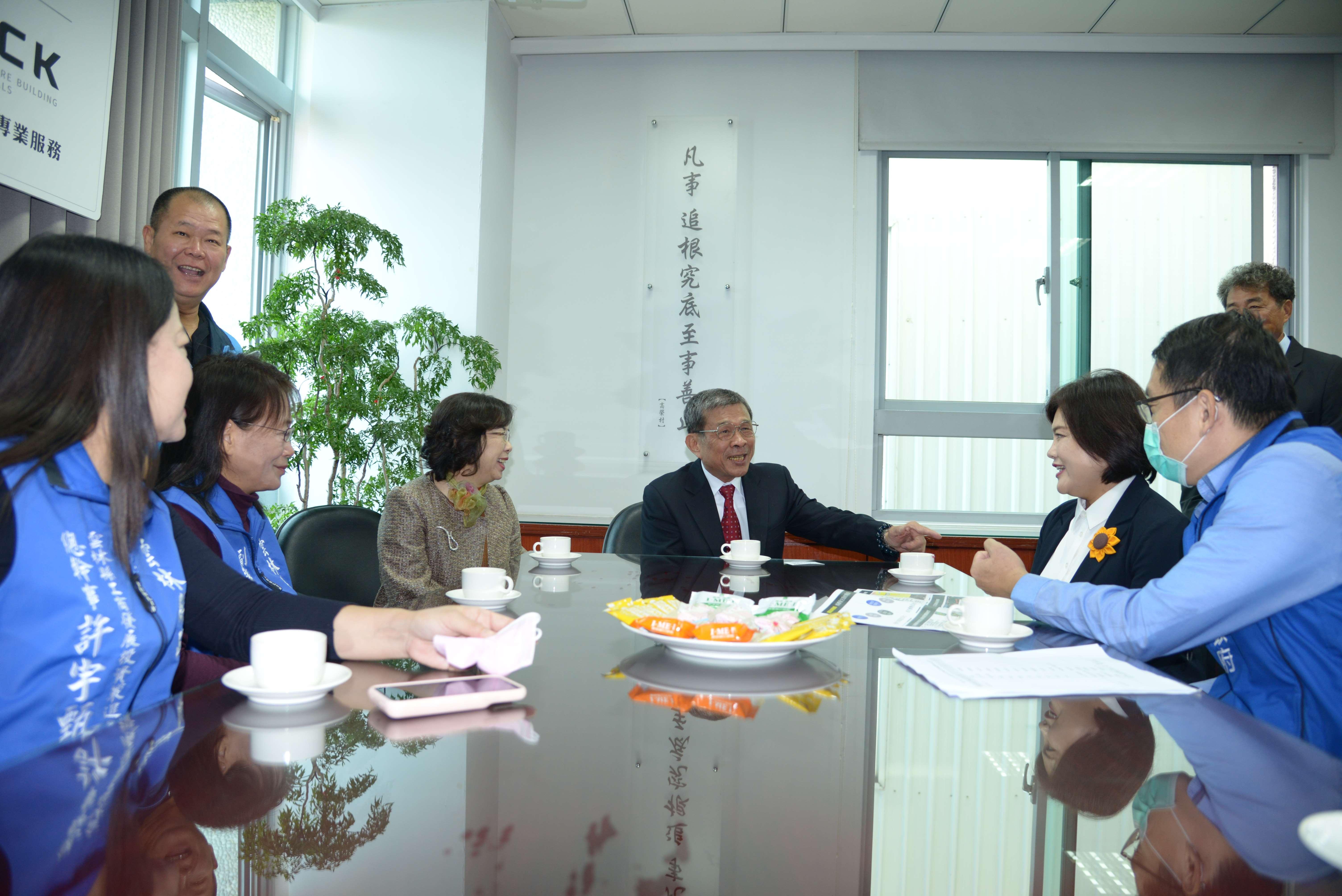 張麗善縣長帶隊拜訪巨高集團創辦人高榮村