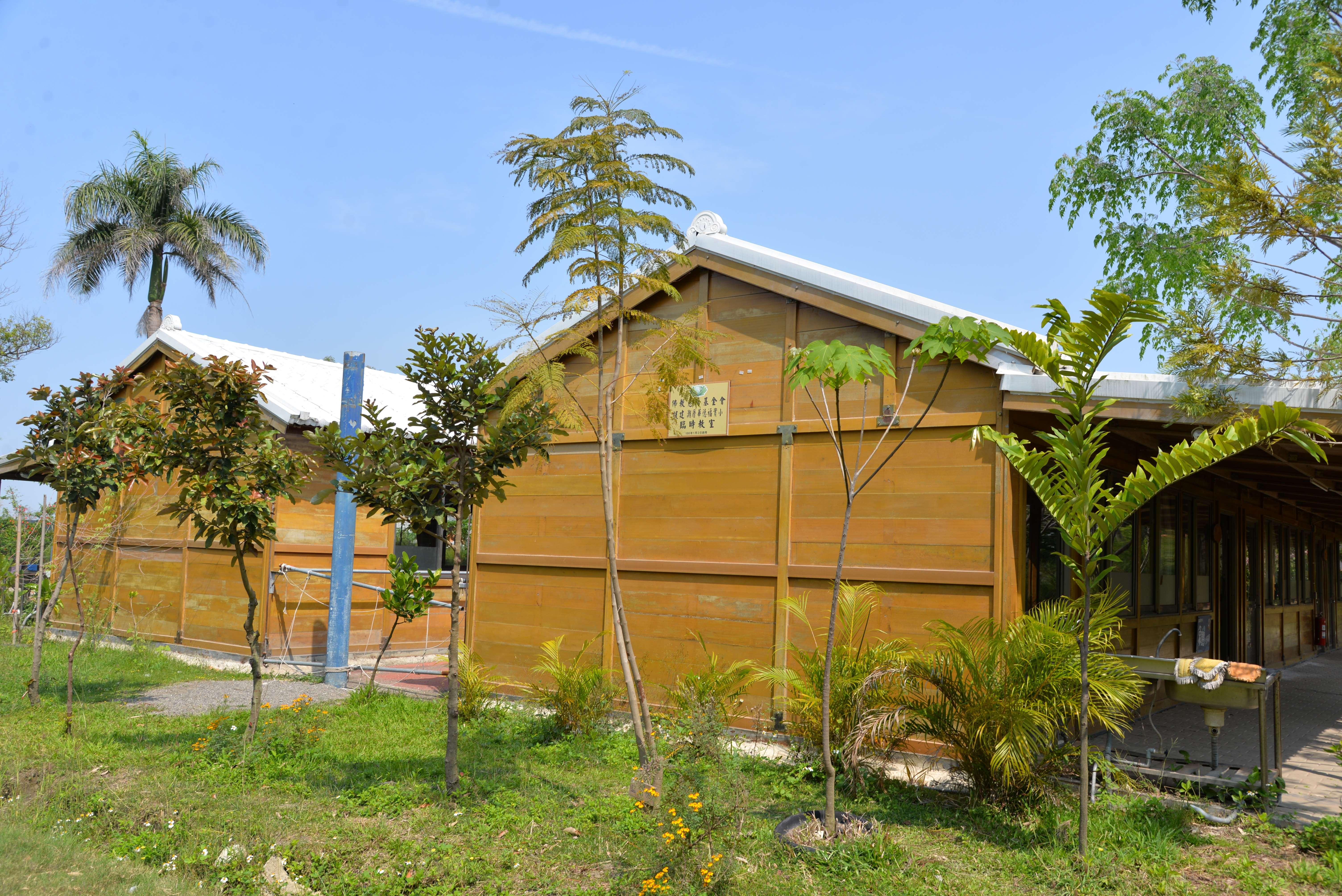 潮厝華德福教育實驗國小教室不足亟待擴增,去年在慈濟援建下6間大愛教室正式啟用,今起六間教室增建工程動土,未來可望讓孩子擁有舒適又寬敞空間,學習不中斷。