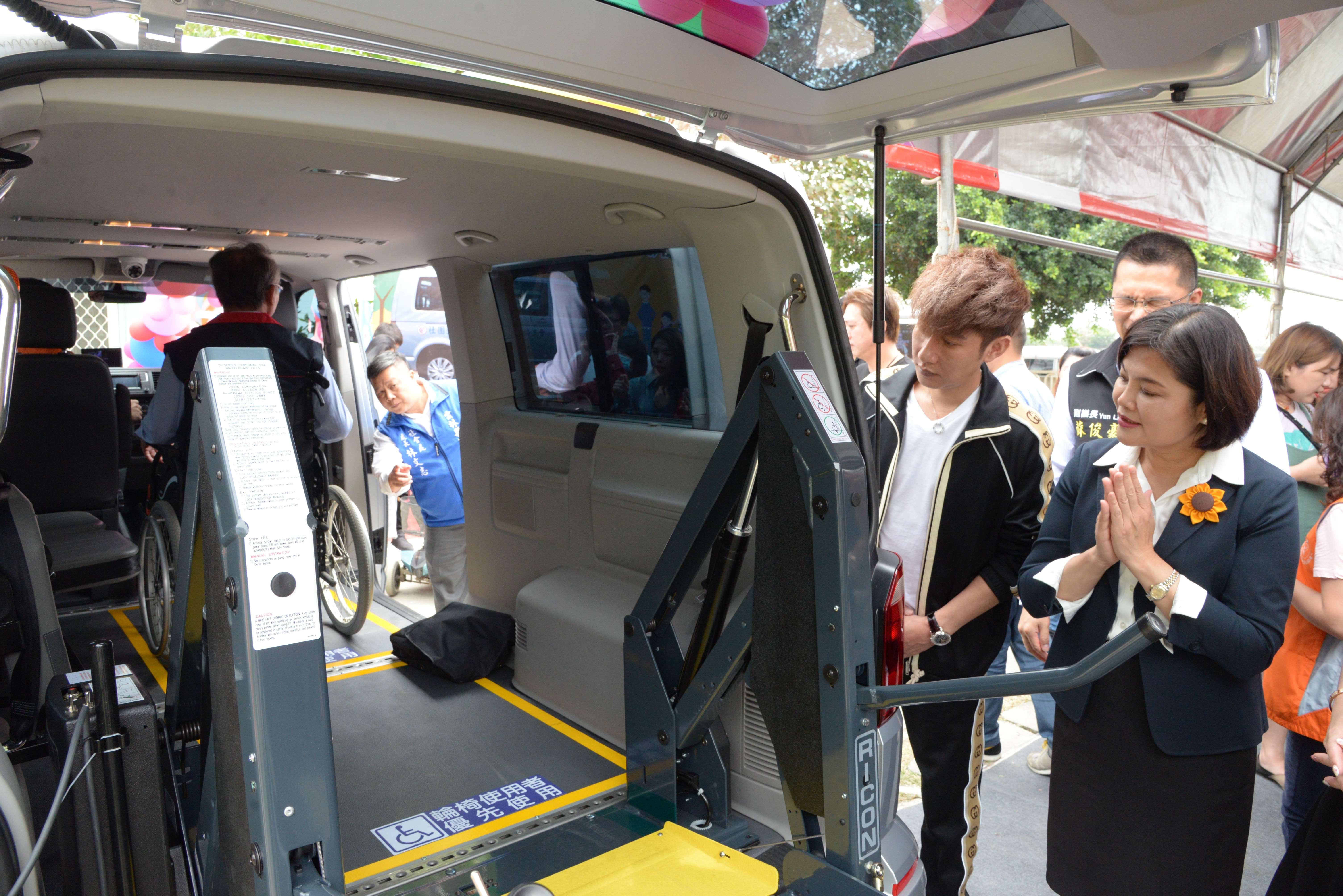 山本富也公司捐贈的復康巴士設備完善,身障朋友無論是就學、就醫或就業都可運用。