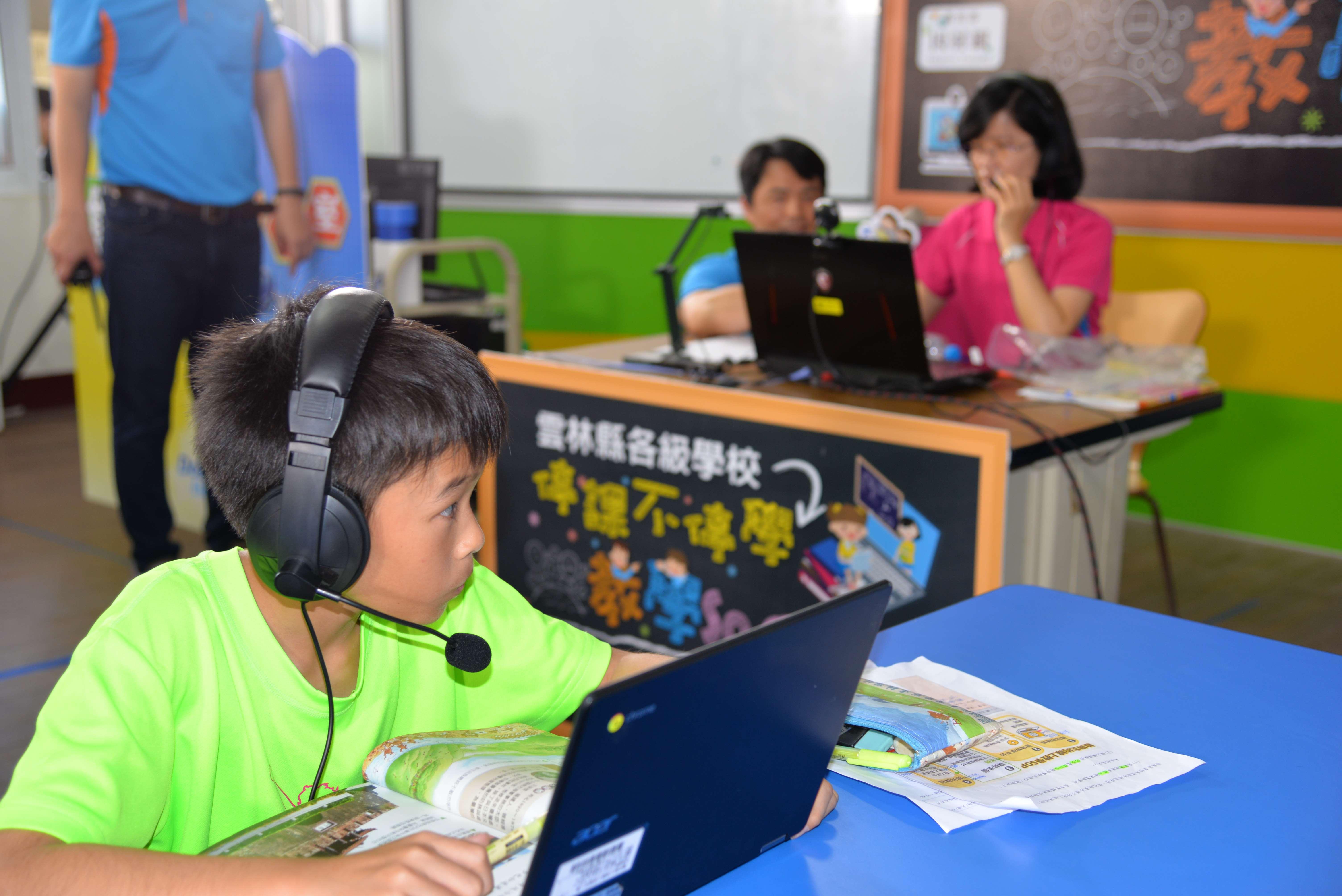 而斗南國小現行使用的Zoom軟體,由開課老師申請帳號後,提供網址讓學童免帳號登入上課,
