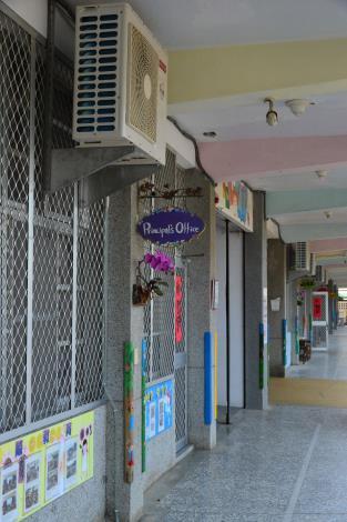 後埔國小傑出校友陳富用捐贈的冷氣機已裝設完成,有助改善孩子的學習環。