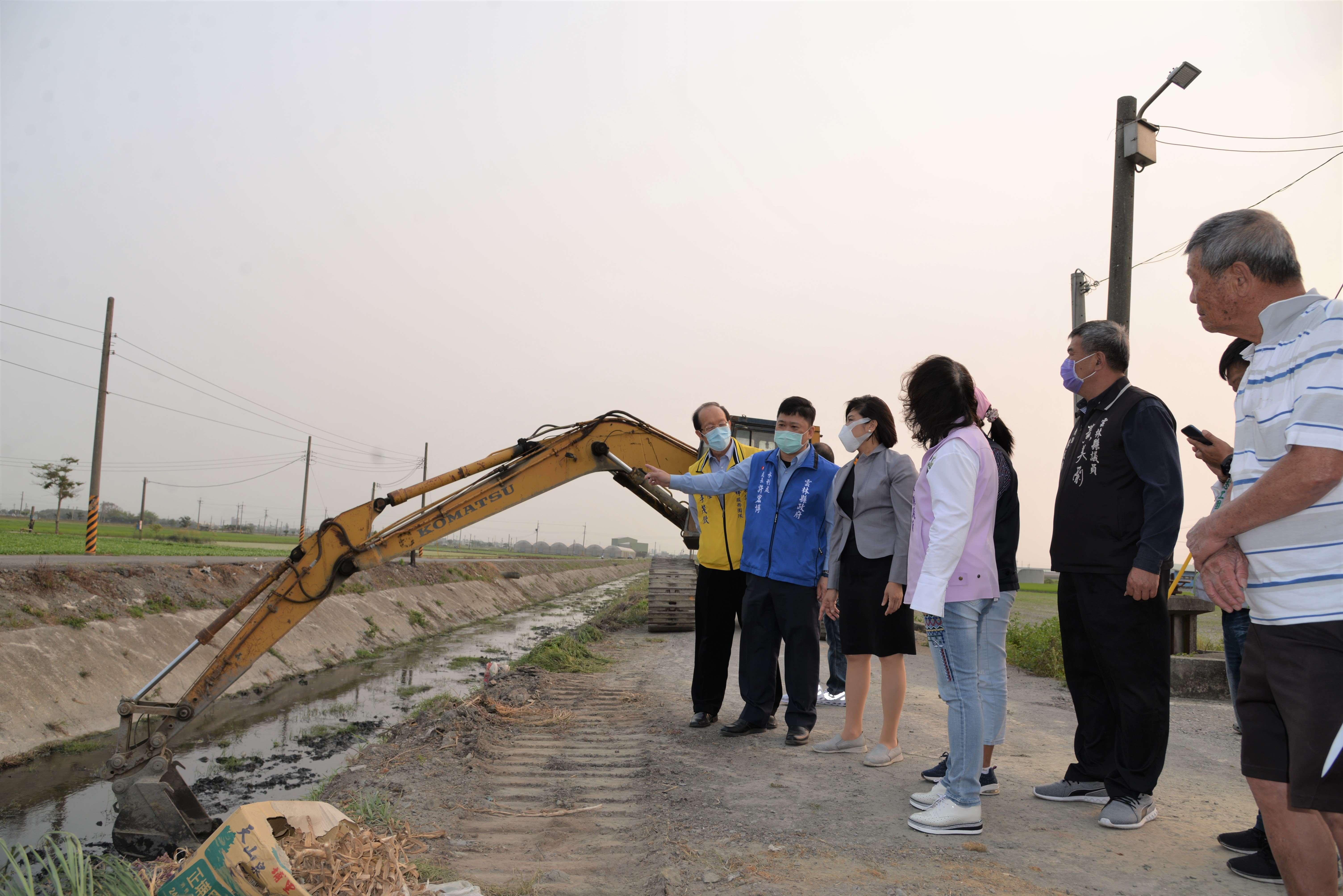 張縣長巡視要求完成全縣瓶頸段排水路清疏
