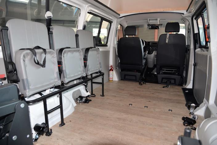 車體內可同時容納2位需求者搭乘。