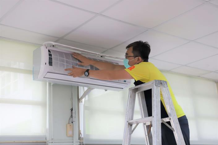 萬泰科技公司捐贈冷氣科技濾網,守護雲林國中小學生健康。