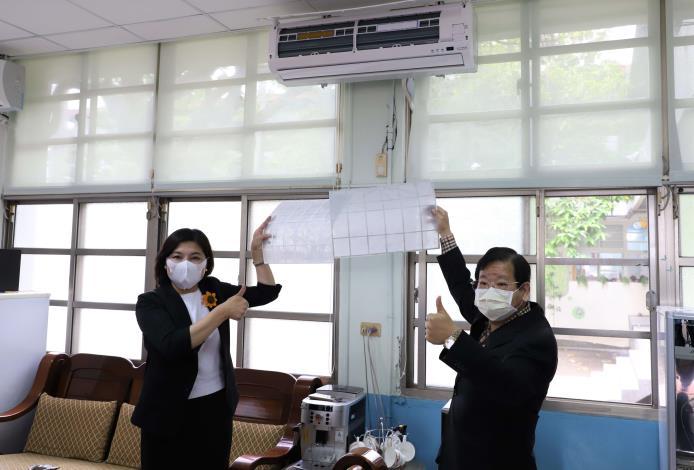 萬泰科技公司捐贈的濾網,僅需安裝在既有的空氣循環設備上就可提升空氣過濾效能。