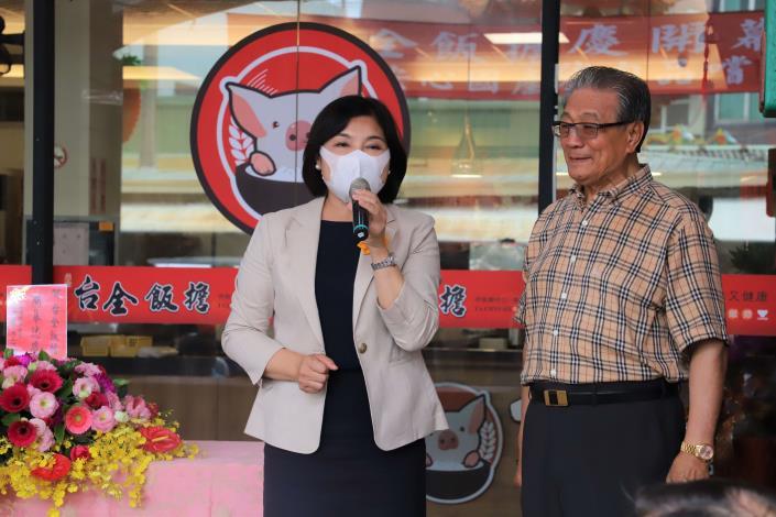 張縣長出席台全飯擔開幕暨豬肉品嚐活動,鼓勵民眾多選購雲林在地優質肉品。