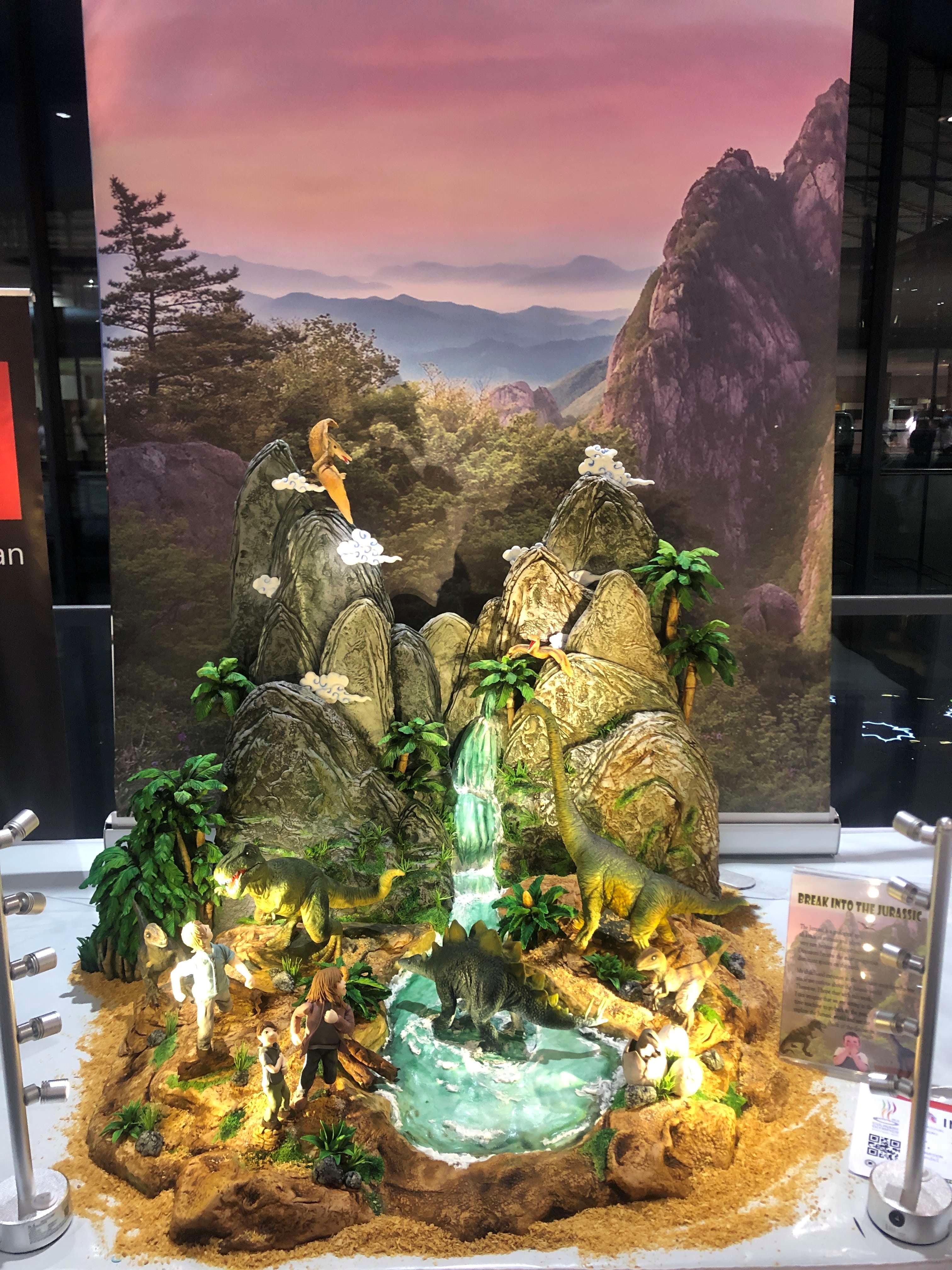 廖正宇以「勇闖侏羅紀」作品,榮獲德國奧林匹克廚藝大賽金牌(圖為廖同學提供)