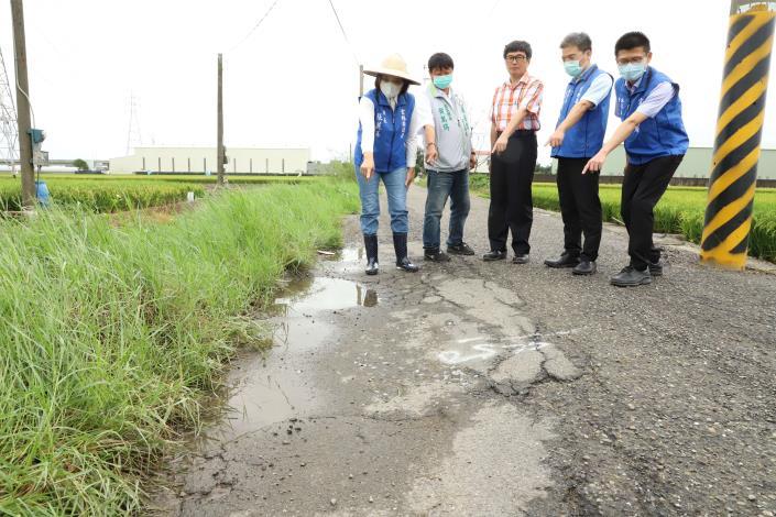 北港新生農地重劃區內的道路因年久失修,路面龜裂破損嚴重。