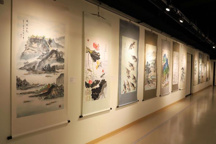 蔡俊章博士畫技精湛,曾多次獲邀至海內、外展出,並獲得國際大獎的肯定。