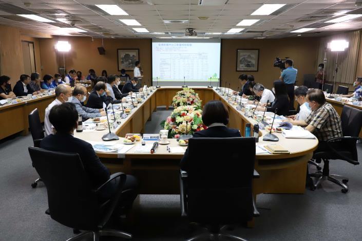 今日座談會由雲林科技大學校務發展中心主任楊仁壽擔任引言人。