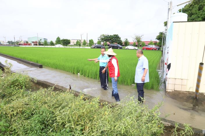 虎尾鎮堀頭里三姓公廟前產業道路因地勢低壓,加上排水不良,每逢豪大雨常出現積、淹水災情。