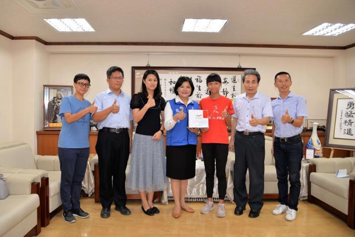 北辰國小王宥晴港都盃全國田徑賽第一名並破大會紀錄 張麗善親嘉勉