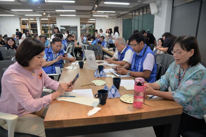 雲縣府聽取並實際體驗臺東縣推力型縣政APP-TTPush運作成效。
