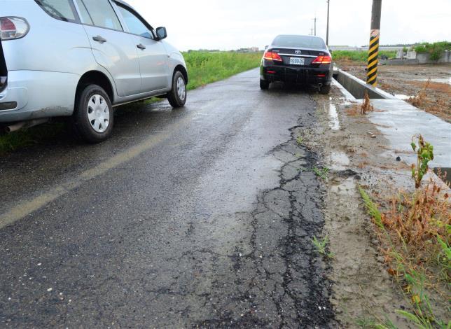 北港多處農地重劃區內的農水路老舊破損,嚴重影響耕作及行車安全。