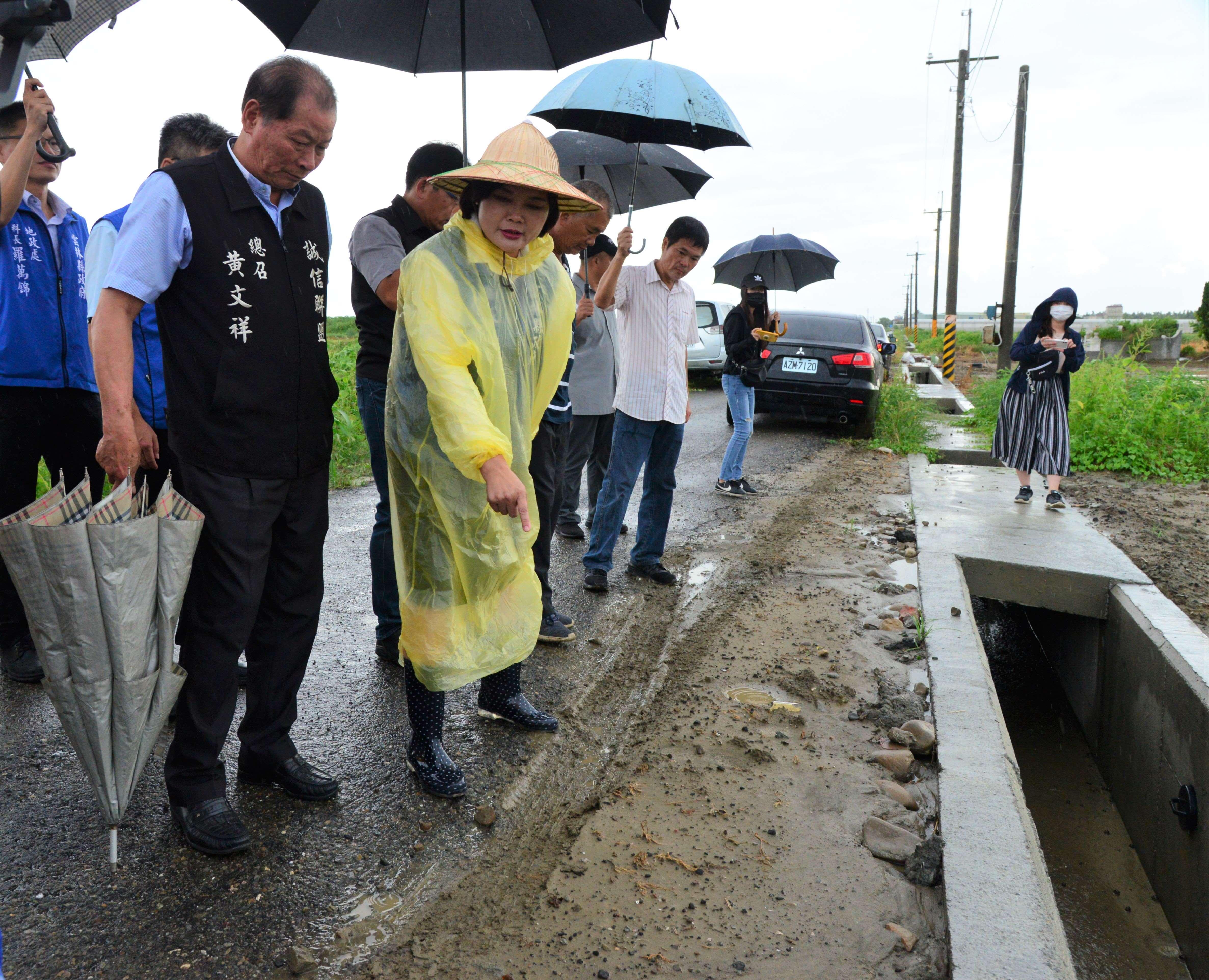 張縣長會勘北港、口湖農地重劃區,允諾將籌措近千萬改善農水路。