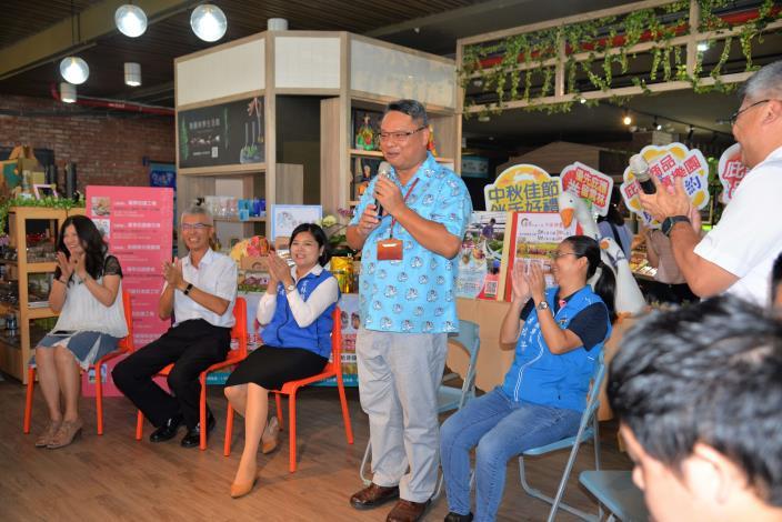 鵝媽媽鵝童樂園陳宏杰董事長,免費提供場地,助雲林縣庇護工場商品販售。
