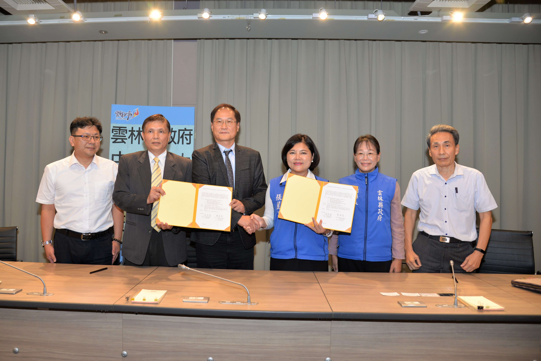 縣府今由縣長張麗善代表與中華科技大學校方代表郭承亮校長簽訂合作備忘錄