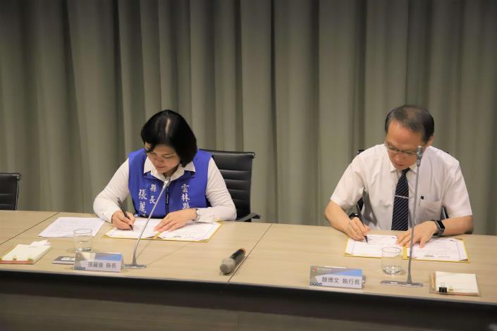 縣府與慈濟基金會合作備忘錄簽訂儀式,由雲林縣長張麗善與慈濟基金會執行長顏博文共同簽署。