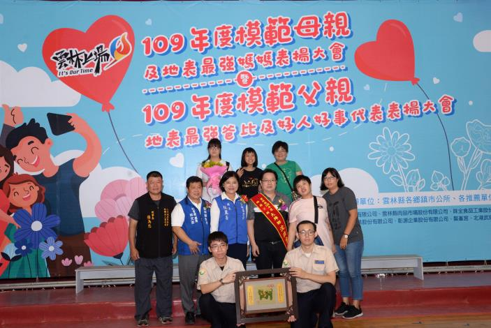 由社團法人雲林縣小天使發展協會推薦41歲的沈政宗爸爸,沈爸爸育有2女1子,以偉大的父愛照顧罹患先天罕見疾病的長女。