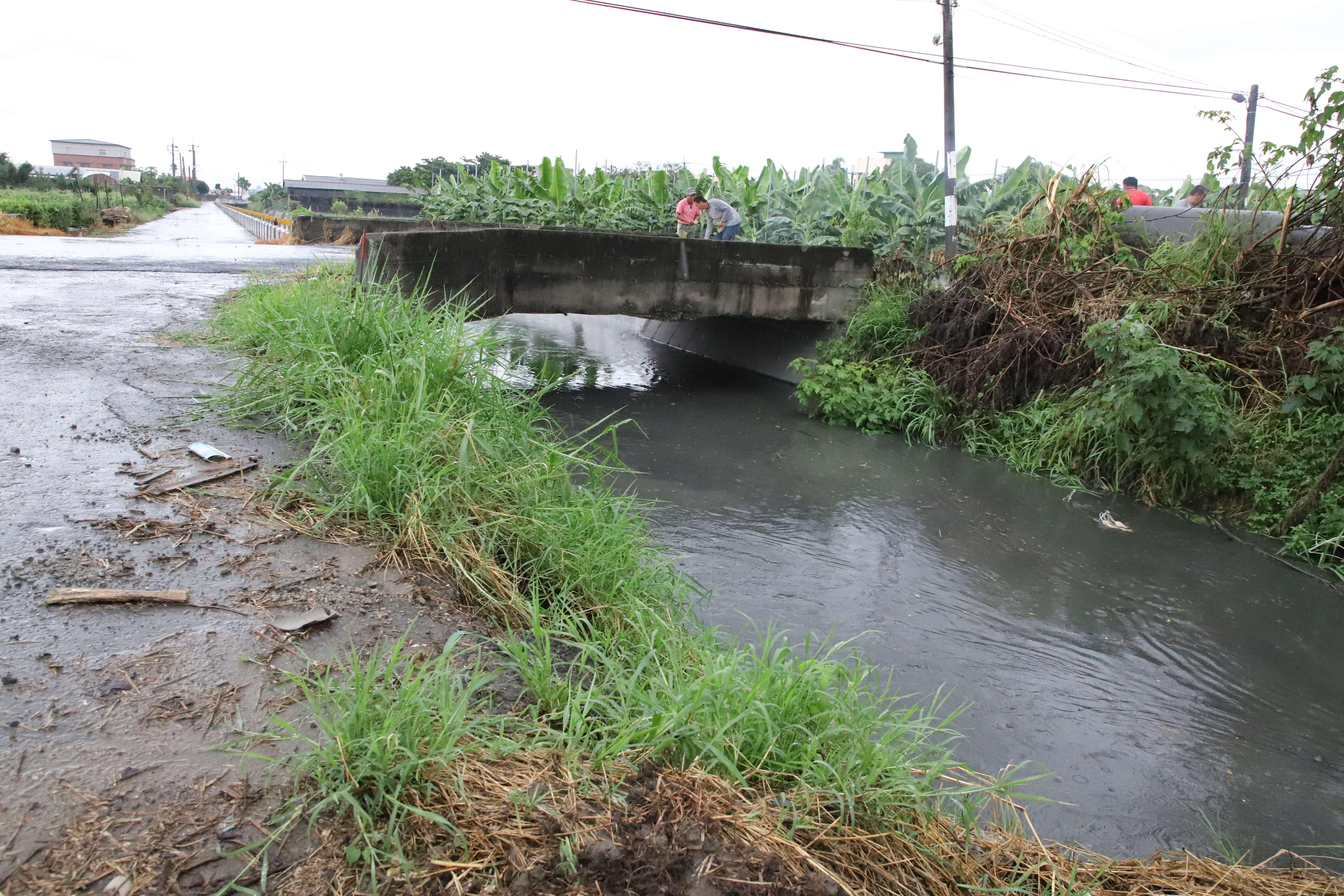 雲73橋梁因梁底高度不足,影響橋樑安全,縣府委請嘉邑行善團協助改建。