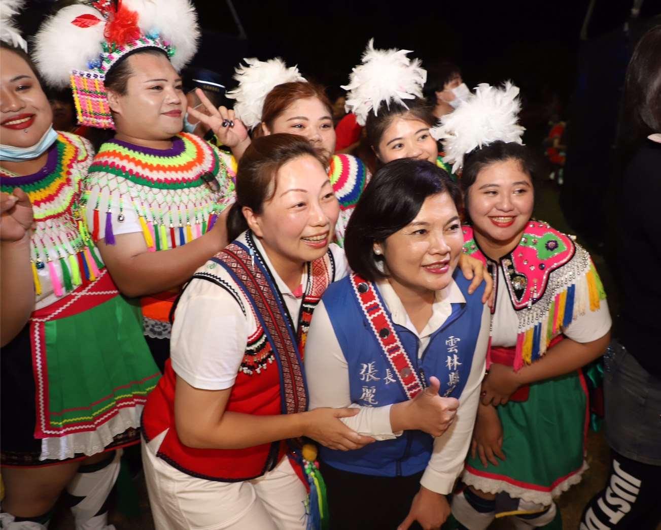 晚間參加 花蓮著名的年度豐年祭盛會  兼具傳承原民文化與推展觀光旅遊