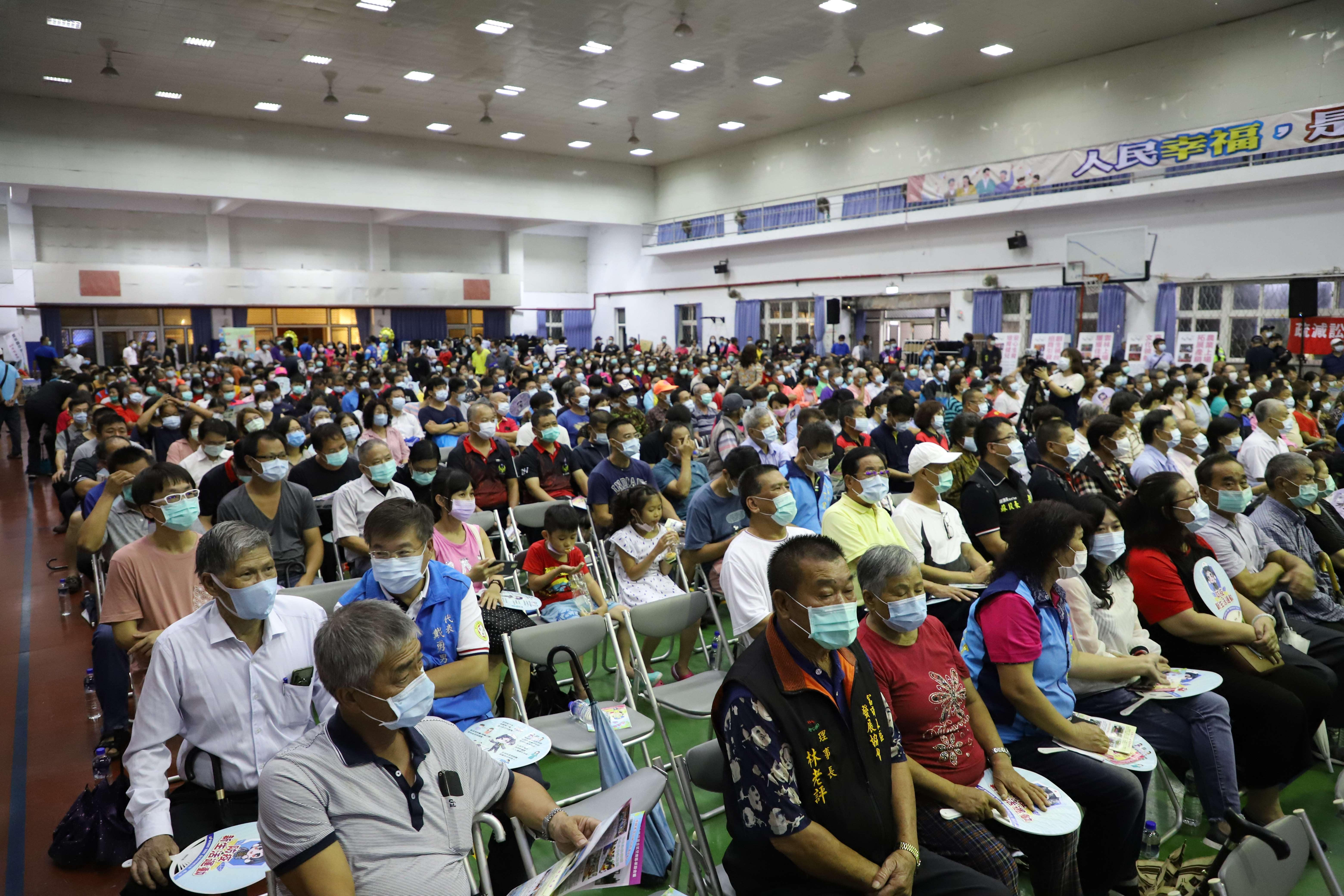 2020縣政座談會台西場昨日舉行,雖然下大雨,民眾仍熱情參與。