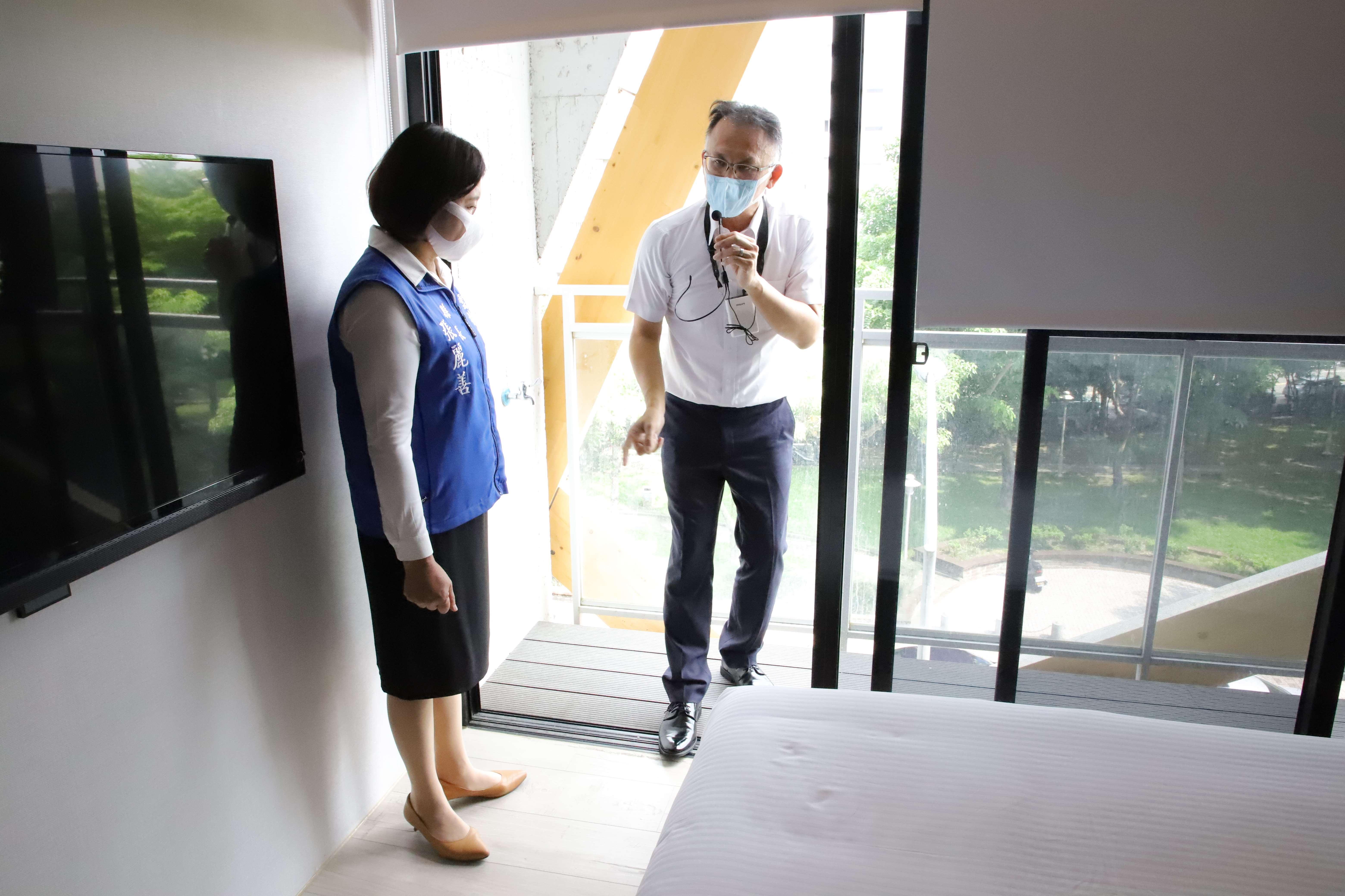 合勤健康宅全棟採無障礙設計,落地窗框與地板等高,讓長者可暢行無阻。