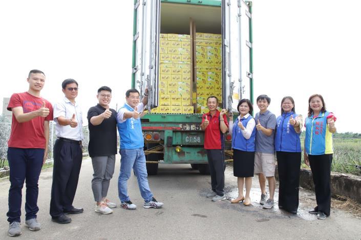 斗六文旦將外銷新加坡,縣府今日在重光果園舉辦文旦外銷封櫃儀式。