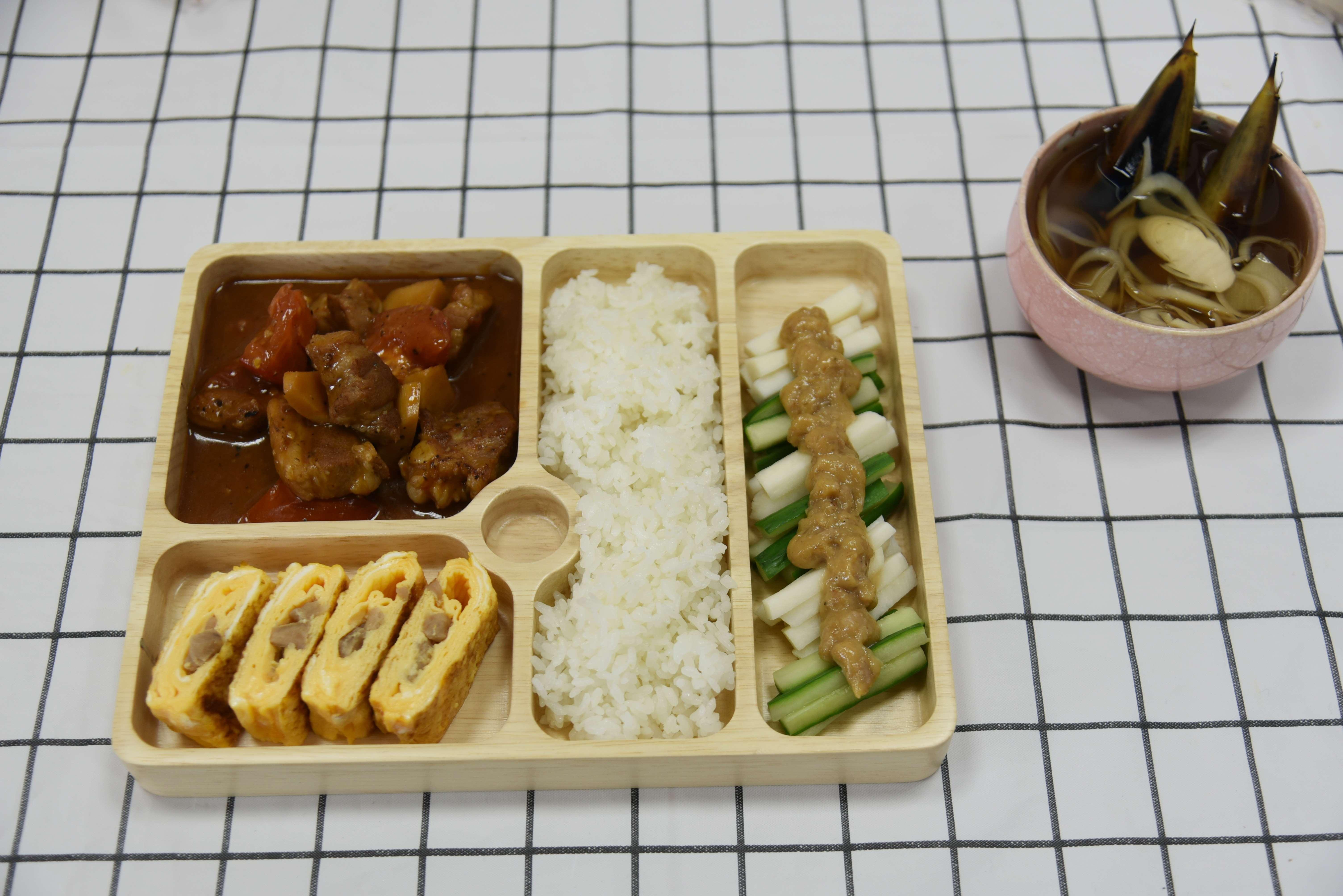 斗南食物日營養午餐選用雲林優質農漁畜產品,由生態廚師留安昇設計