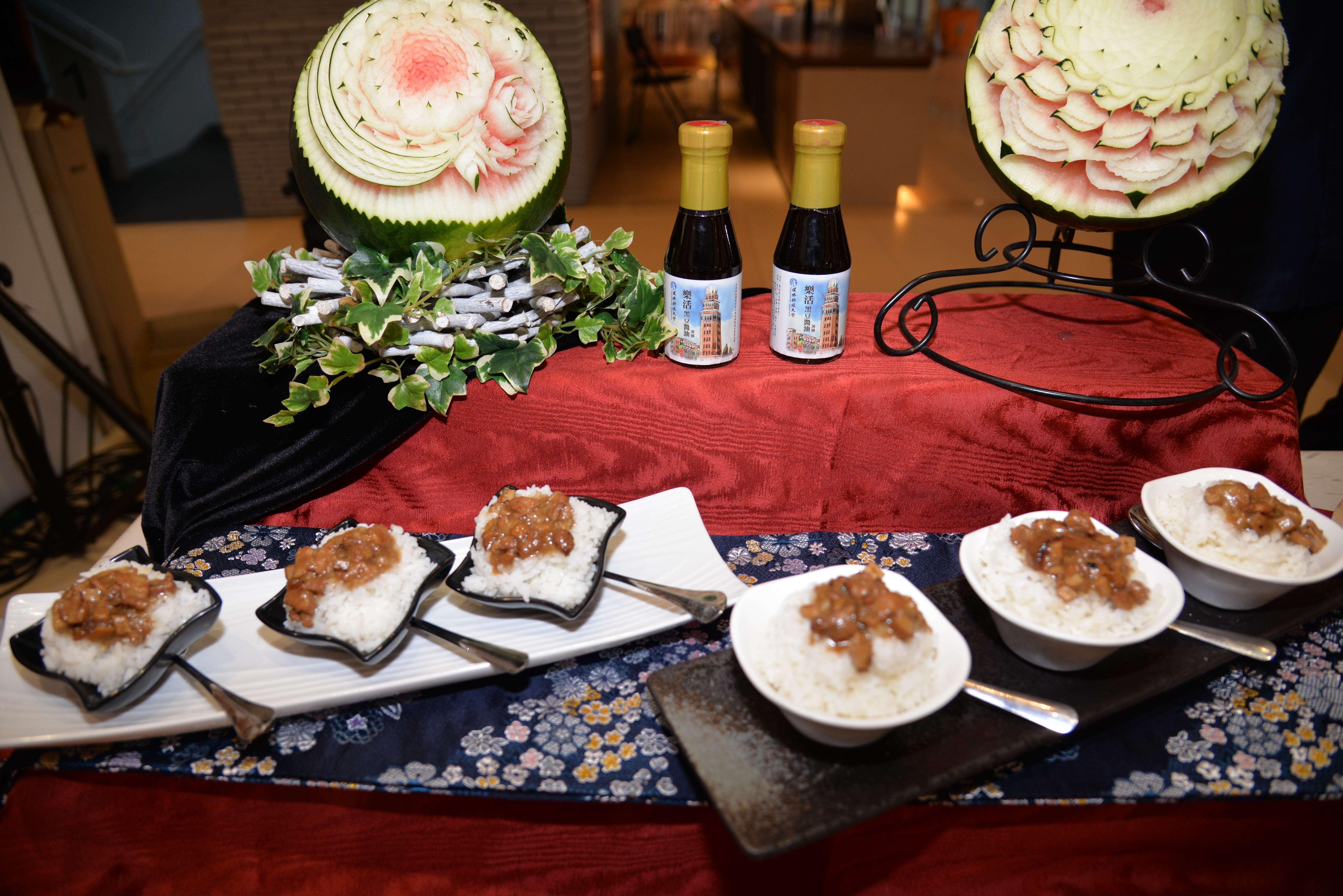 集結雲林良品豬、米及醬油在地精選食材,做為滷肉飯靈魂元素,就是雲林滷肉飯獨特飄香的秘訣