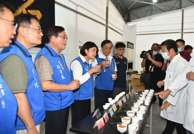 張縣長率縣府團隊參訪南投茶博 為雲林宣傳「台灣咖啡節」及「雲林咖啡半程馬拉松」013