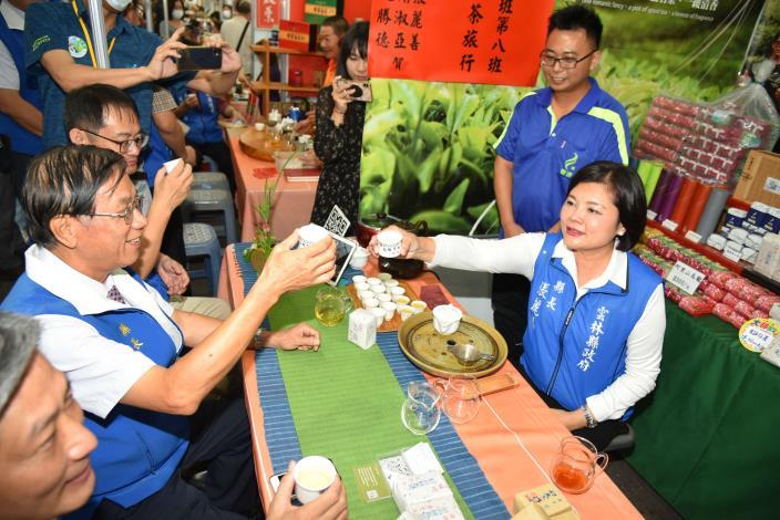 張縣長率縣府團隊參訪南投茶博 為雲林宣傳「台灣咖啡節」及「雲林咖啡半程馬拉松」006