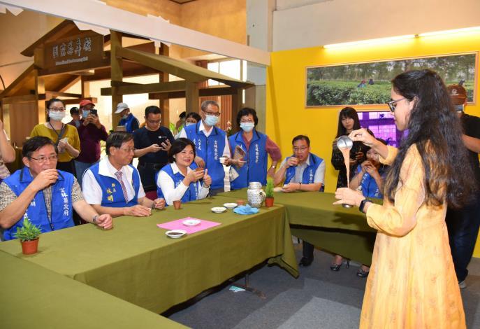 張縣長率縣府團隊參訪南投茶博 為雲林宣傳「台灣咖啡節」及「雲林咖啡半程馬拉松」003