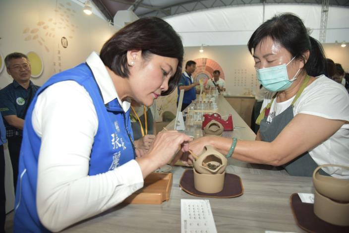 張縣長率縣府團隊參訪南投茶博 為雲林宣傳「台灣咖啡節」及「雲林咖啡半程馬拉松」008